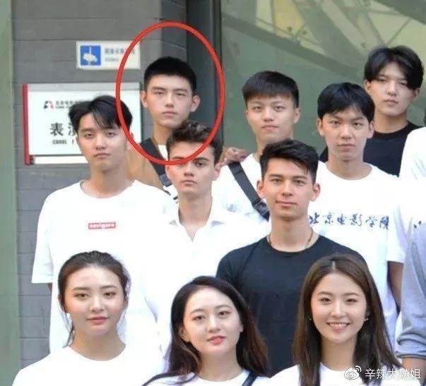這屆新生陳飛宇也成為矚目焦點,爸爸是導演陳凱歌,媽媽則是知名演員陳紅。(翻攝自微博)