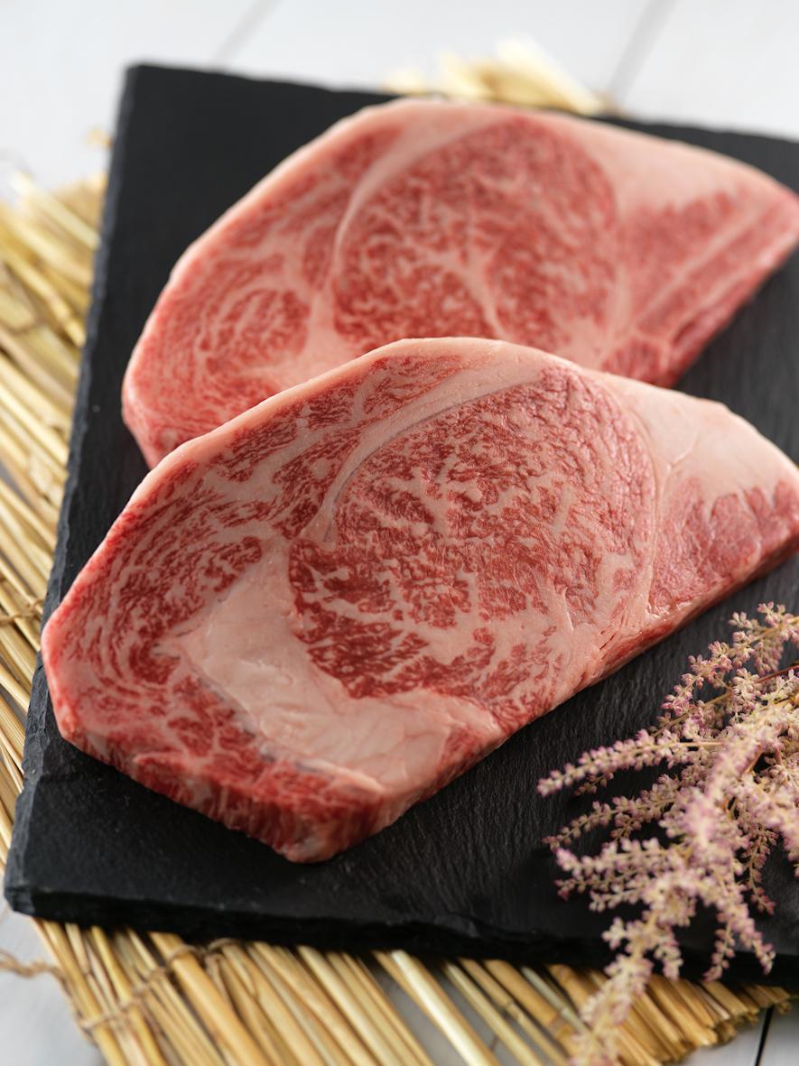 限量日本宮崎A5和牛牛排組,原價5,000元、特價3,500元,再贈頂級巴薩米克醋乙瓶。