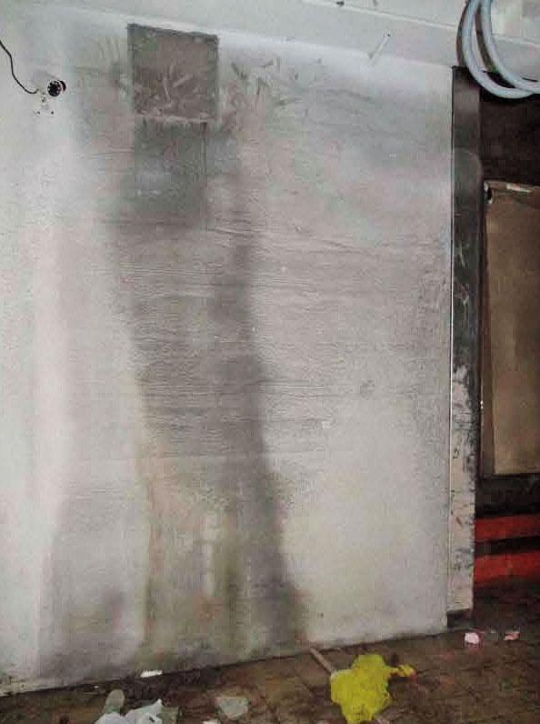 牆面滲水 阮綜合醫院C2新建大樓,出現牆面滲水的狀況。(讀者提供)