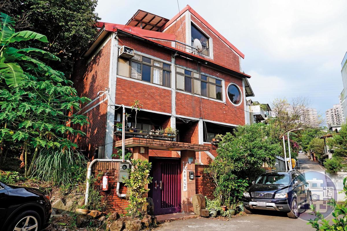 擔心家產遭詐,子女決定賣掉價值上億元的百坪豪宅(圖)。