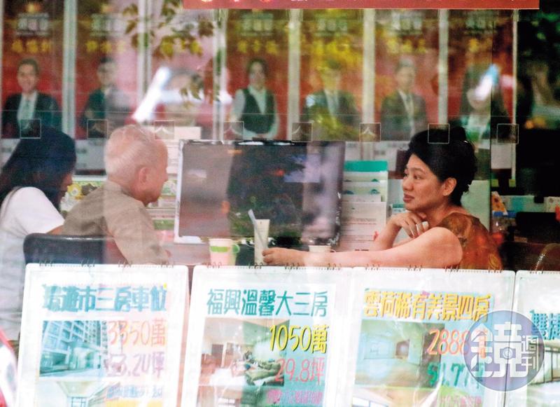司馬中原8月中被陳女帶去房仲門市擬賣屋,嚇壞他的子女。