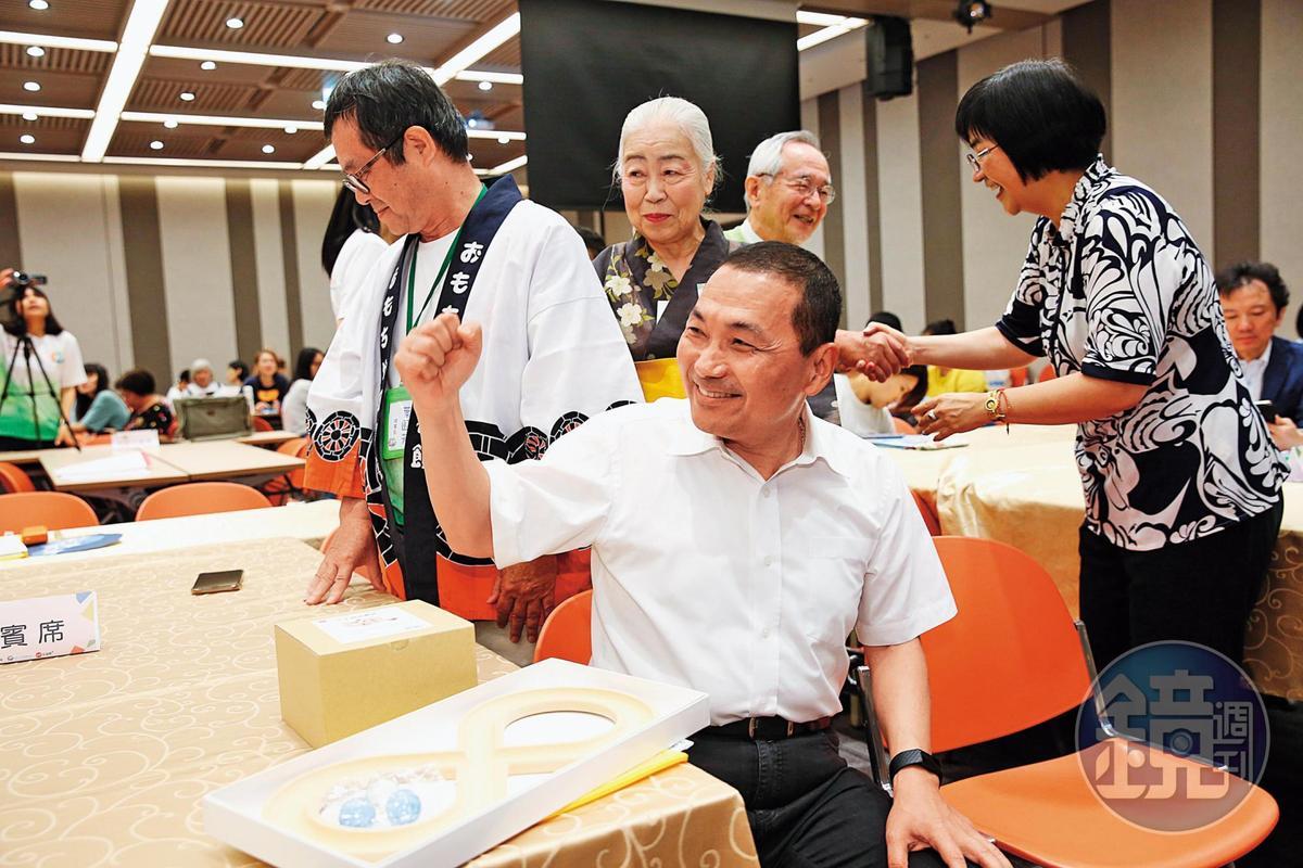 韓國瑜首場造勢選在新北,新北市長侯友宜(圖)不但缺席,隔天還要求韓陣營須恢復草皮原樣,否則求償。