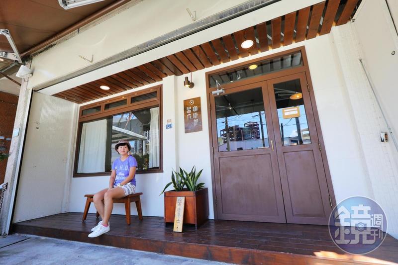 「習作咖啡部」的門口重新設計過,更有日本復古咖啡館的氣氛。