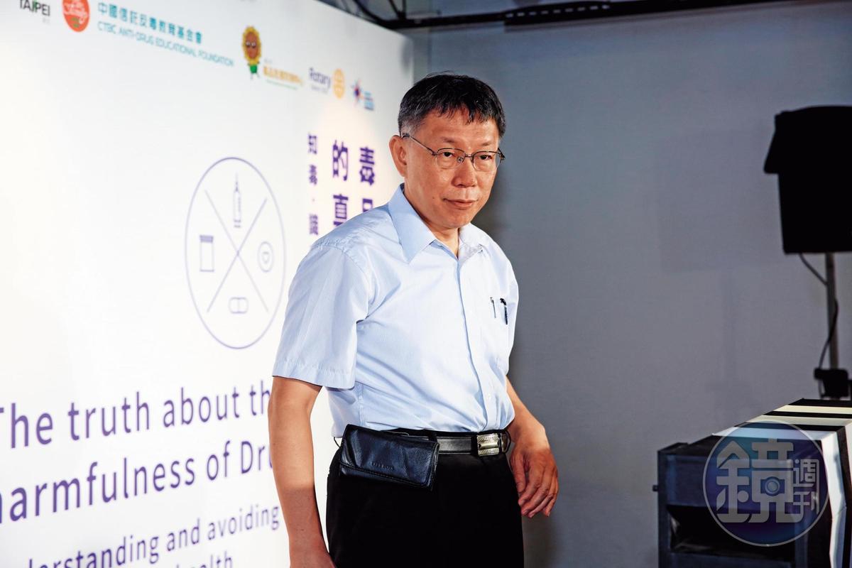 京華城容積率爭議延宕多年,台北市長柯文哲裁示以法律解決,先後經監察院及內政部解釋,市府最後才同意放寬至560%。