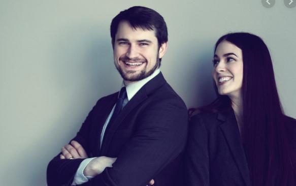 律師凱薩琳希爾斯3年前開始兼差賣淫,以行動改善大眾對於賣淫工作的看法,丈夫也大力支持。(翻攝自Clark & Sears Law網站)