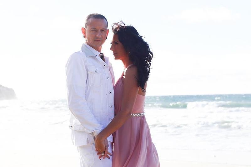 聯合公園主唱查斯特妻子塔琳達,在IG公布自己訂婚消息。(翻攝自talinda320 Instagram)