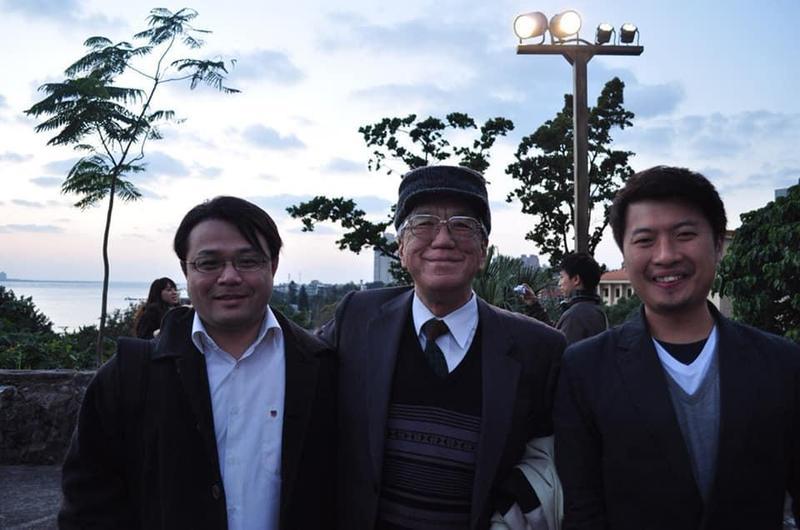 新北市議員張志豪(右)在臉書貼出多年前與李孟居(左)合照,強調會全力聲援他。(翻攝張志豪臉書)