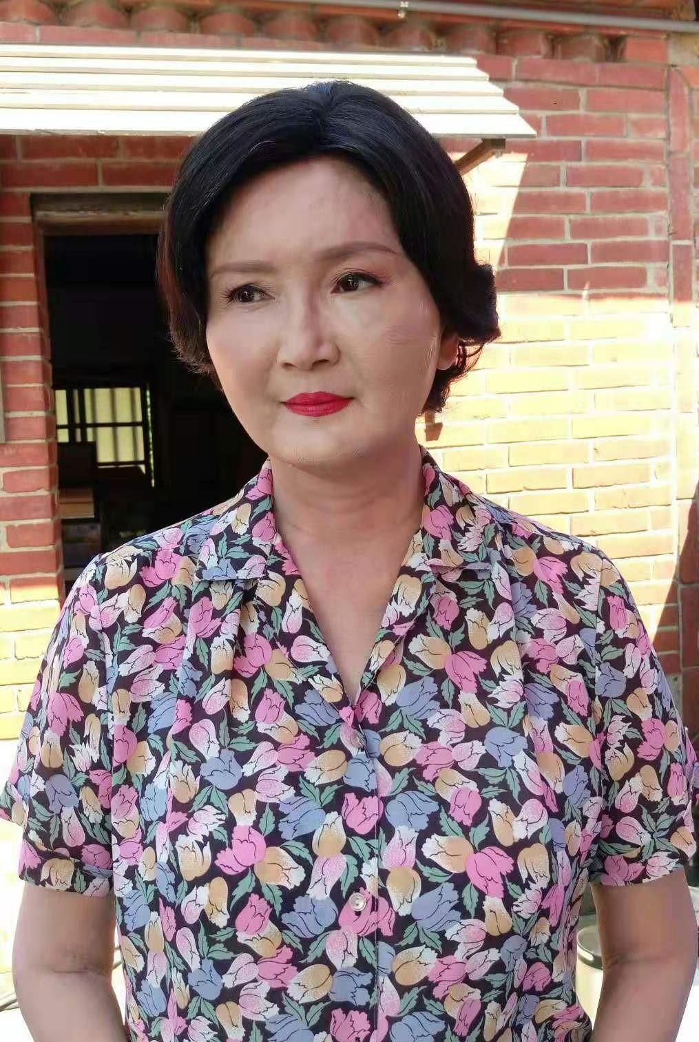 馬惠珍臉部摔傷,隔天蓋上厚厚粉底帶傷繼續拍攝。(艾迪昇傳播提供)