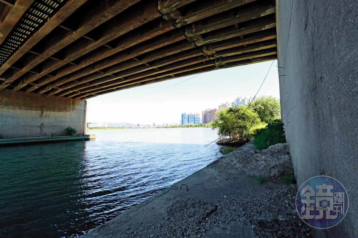 小姊妹被帶到華中橋下的工寮(現已拆除)殺害,並棄屍新店溪中。