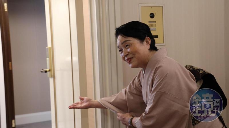 帝國飯店最資深的和服禮賓管家小池幸子對工作充滿熱忱。百年飯店最為人稱道的細微體貼,原來都來自員工帶給旅客的適切服務。