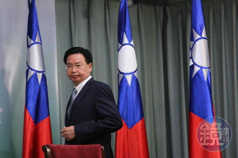 吳釗燮宣布即日起與索羅門群島斷交,並同時負起政治責任。