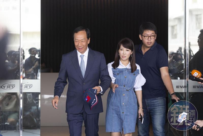 鴻海創辦人郭台銘是否出馬角逐2020總統大選,17日中午的記者會就將掀底牌。