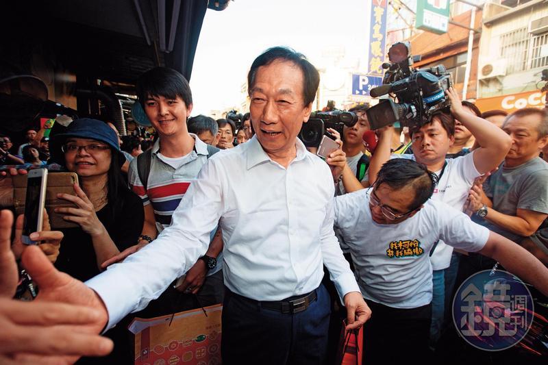 面對三足鼎立,內部民調顯示,即使郭台銘能甩開藍營的韓國瑜,仍與綠營蔡英文有段差距,因而對遲未宣布參選2020。