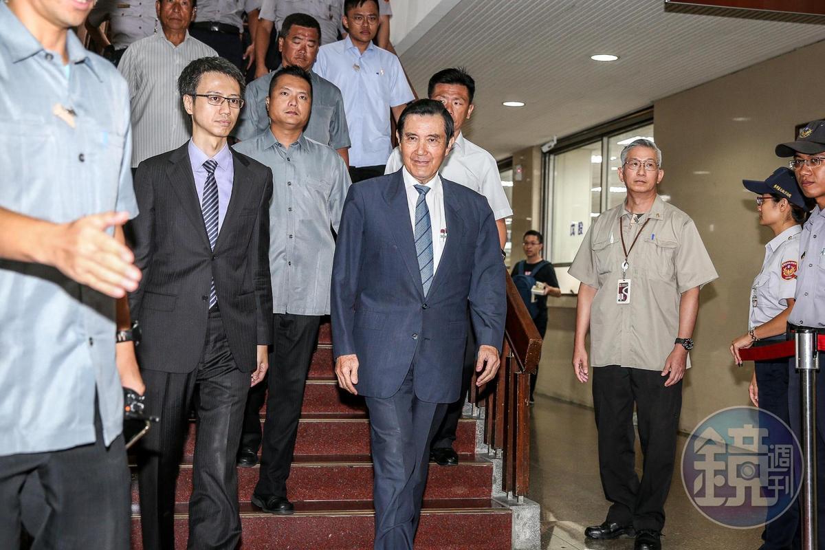前總統馬英九因為遭控賤賣國民黨黨產的「三中案」曾多次出庭,圖為2019年馬赴台北地院開庭。(本刊資料照)