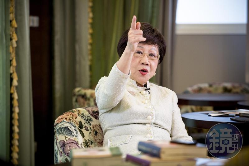 趕在郭台銘之前,呂秀蓮深夜宣布投入總統選戰。
