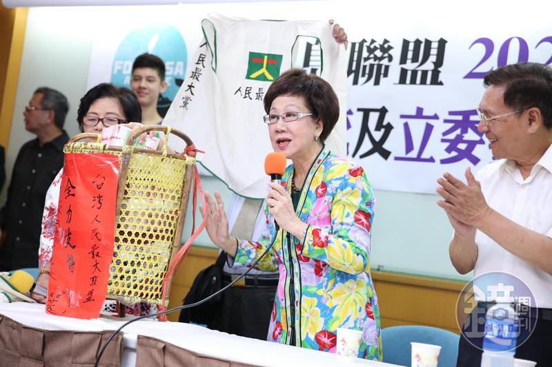 前副總統呂秀蓮宣布和前南投縣長彭百顯搭檔「呂彭配」,登記公民連署的獨立總統候選人。