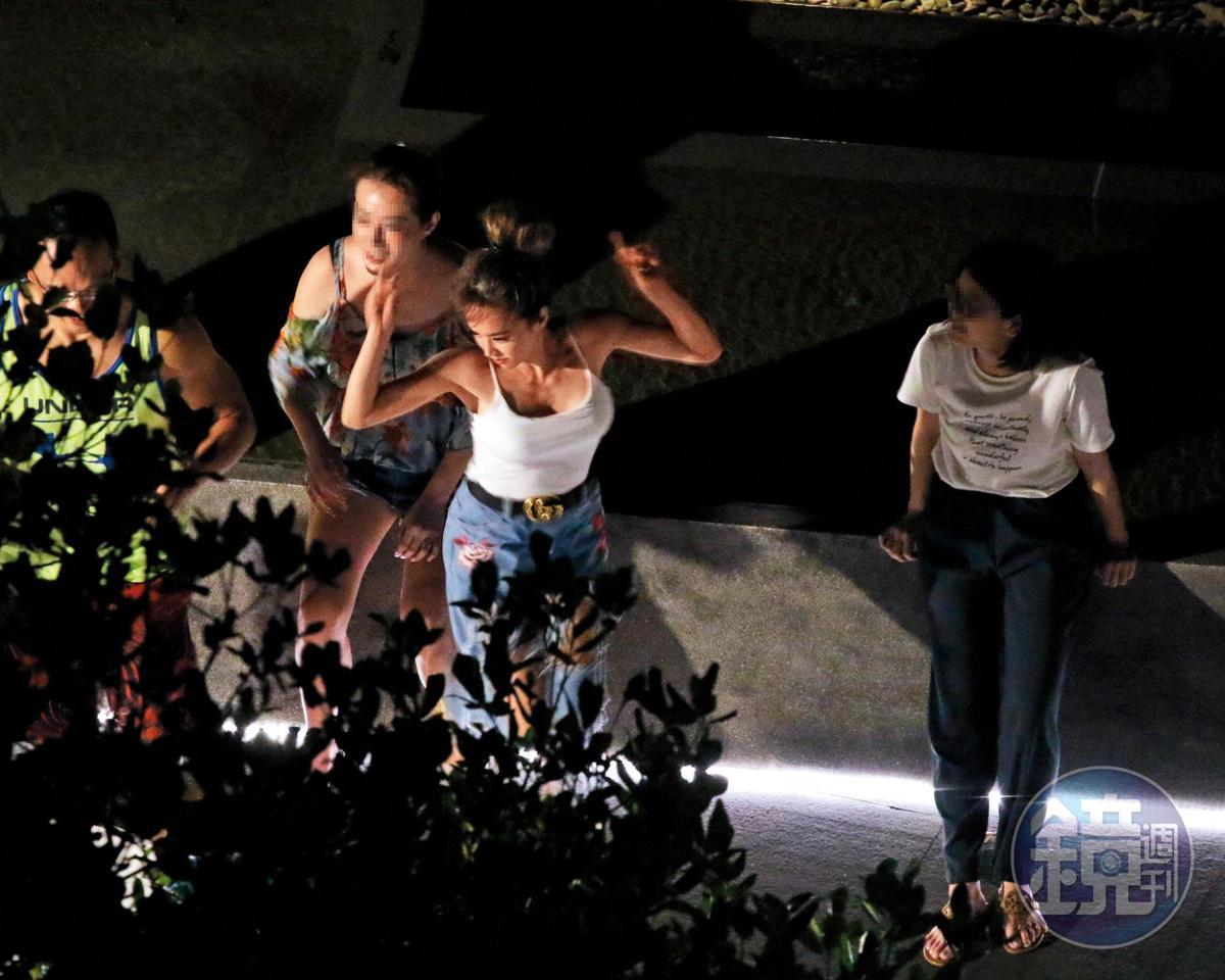 9/14 01:50 狂歡時間其實只有半小時,蔡依林使出渾身解數讓賓主盡歡。