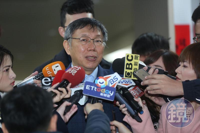 台北市長柯文哲差一點就在中選會下午5點30分登記截止前,披掛上陣參選。