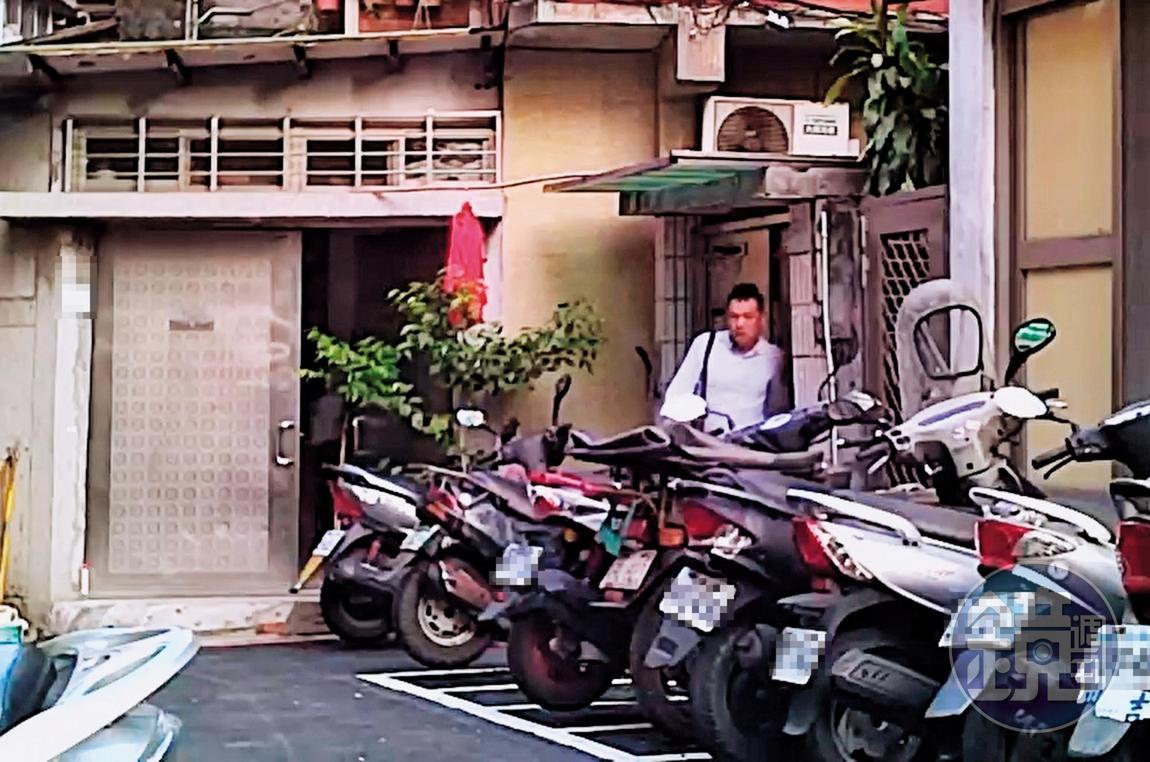 2019/08/29 06:23 陳清文在A小姐家過夜,隔天一早才離開。