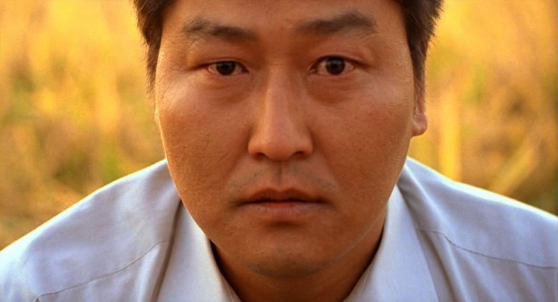 名導奉俊昊在2003年拍了《殺人回憶》,由宋康昊飾演刑警,他確信嫌疑犯會進電影院看這部片,「體驗與刑警對視的機會」。(網路圖片)