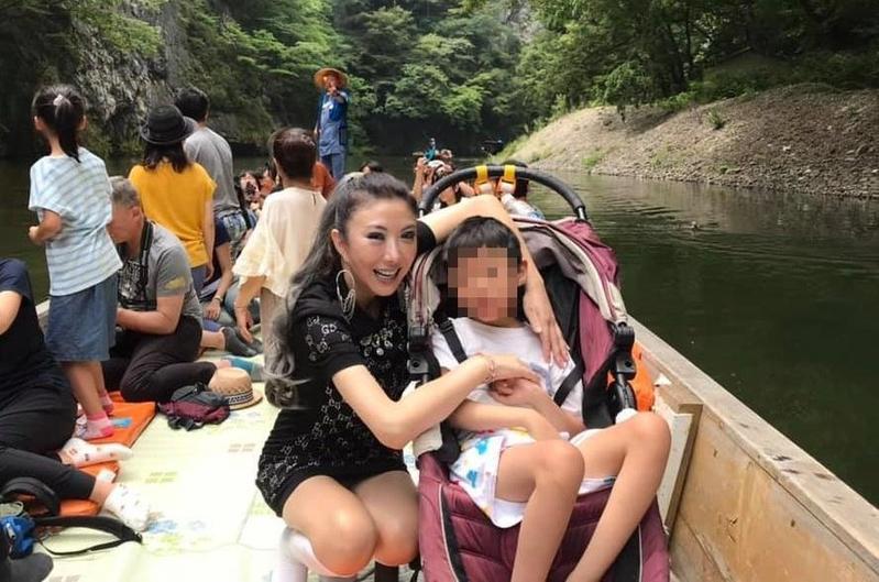 李宇柔兒子罹患AADC罕見疾病,現在已經10歲了。(翻攝自李宇柔臉書)
