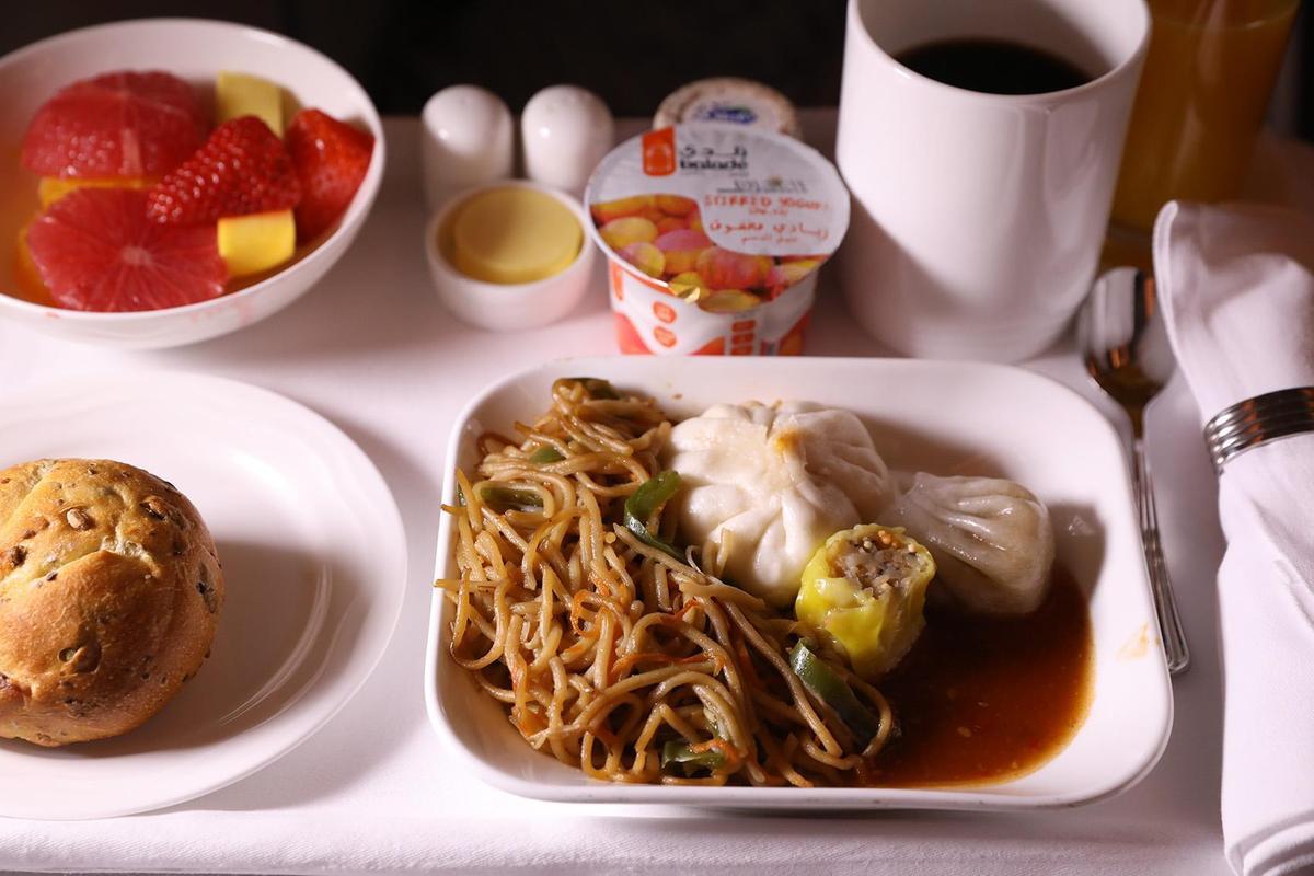 思念家鄉味的人,也可選擇中式餐點。