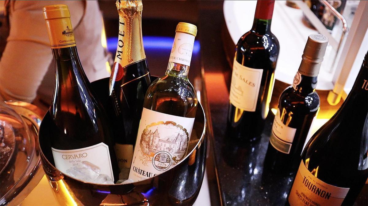 空中酒吧除了調酒,其他紅白酒選擇也不少。