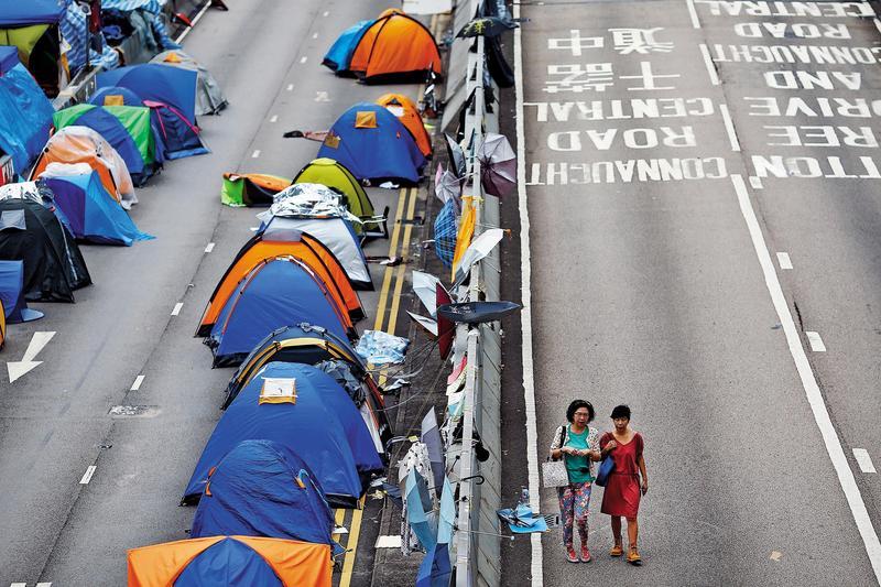 2014年9月28日起,港人和平占領的中環成為「抗議營地」,曾同時被數千頂帳篷「占領」。(達志影像)