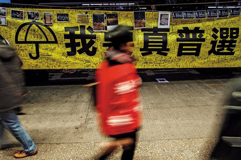 2014年,港人響應公民抗命行動,香港處處可見「我要真普選」。(達志影像)