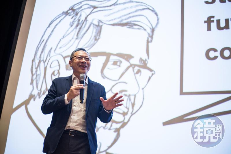 香港10間大專院校學生會發起為期兩週的「罷課不罷學」行動,今年9月3日在港大舉辦「公民講堂」,邀請剛獲保釋的戴耀廷發表演說。