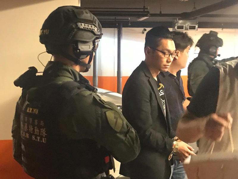 連千毅遭警方逮捕,態度尚算配合。(翻攝畫面)