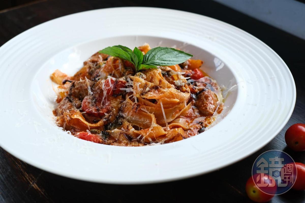 「高級風塵女義大利麵」加入高檔的松阪豬肉,滑嫩可口。(320元/份)