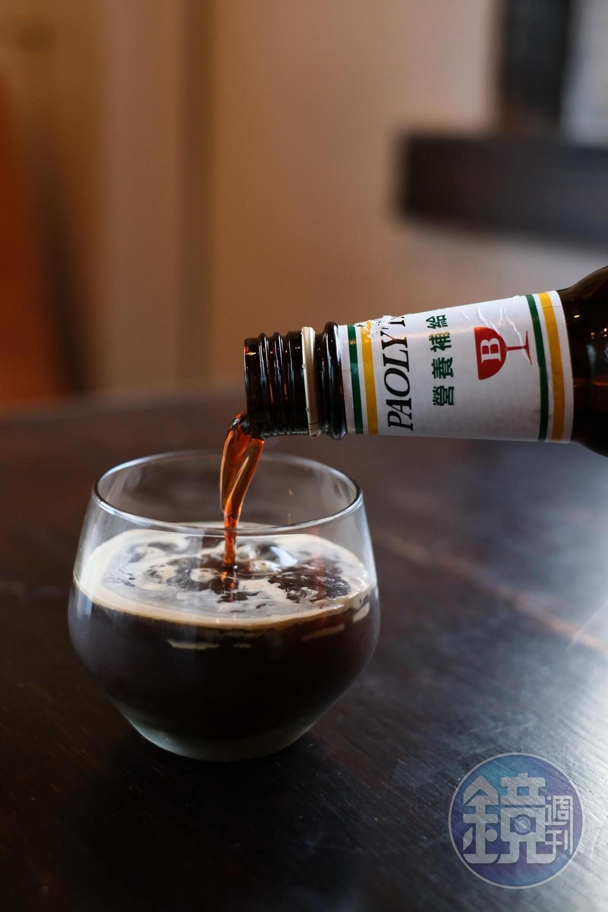 「台客咖啡」espresso加保力達B以1:1比例混合,像是濃烈的碰撞。(120元/份)