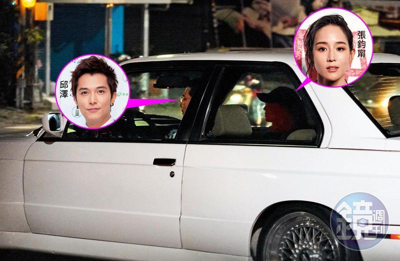 9/18 21:29 仔細一看,邱澤的副駕駛座上坐著正是跟他爆緋聞的張鈞甯(右)。