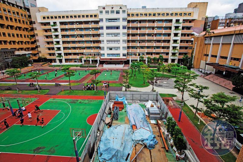 台北商業大學校務基金目前負債超過2000萬元,校舍整建問題重重。