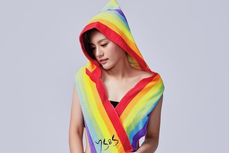 小蠻與男友邵翔推出自有服飾品牌。(7527提供)