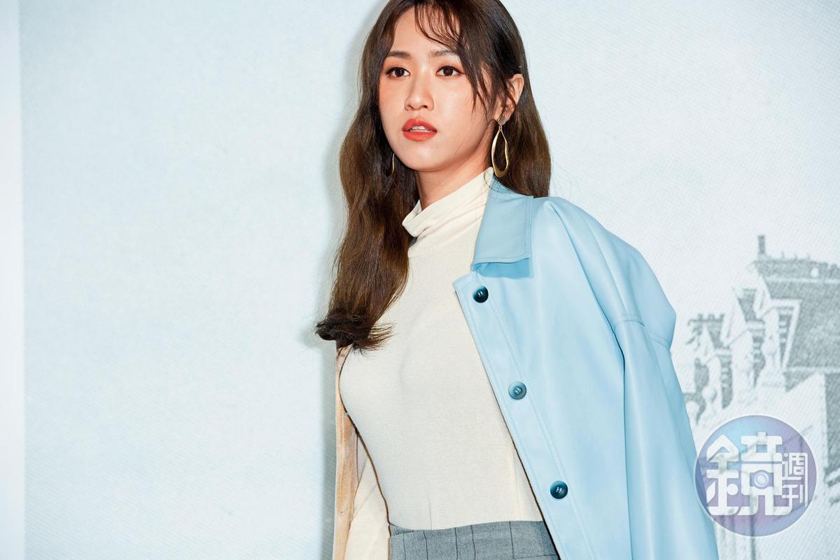 然打著吳宗憲的女兒出道,吳姍儒現在已經很會利用pose以及衣服張力突圍。