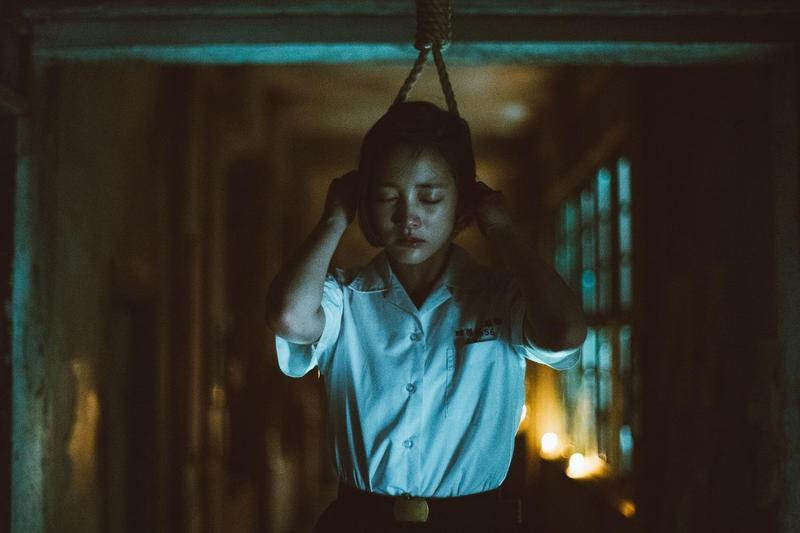 《返校》電影中,王淨飾演的方芮欣上演上吊畫面。(影一製作所提供)