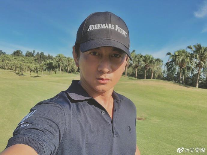 下月滿49歲的吳奇隆為了瘦身除天天健身外,也戒掉澱粉。(翻攝自吳奇隆微博)
