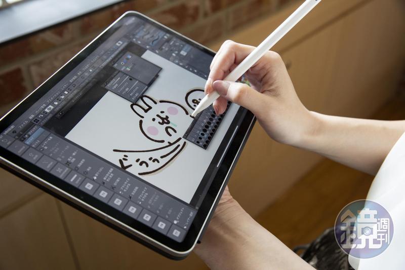 卡娜赫拉習慣在平板電腦上作畫,火紅的粉紅兔兔與P助也是在此完成。