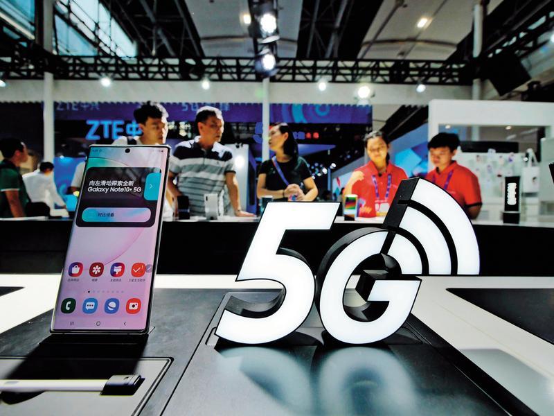 法人預估明年5G手機將有10倍速增長,相關公司成為市場追逐焦點。(東方IC)