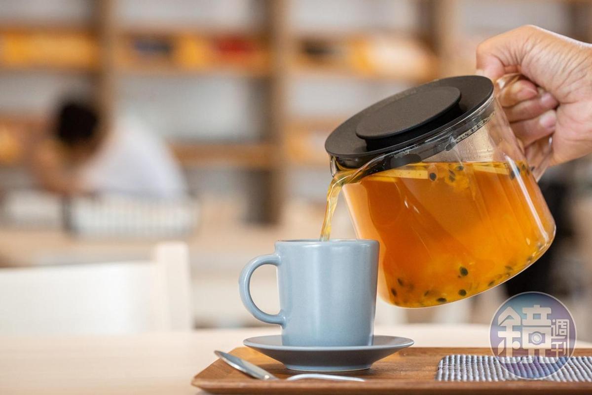 「夏威夷果茶」酸甜可口。(130元/壺)