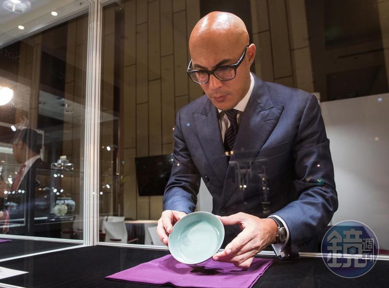 2017年「北宋汝窯天青釉洗」在蘇富比以2.94億元港幣(約新台幣11.6億元)天價拍出。