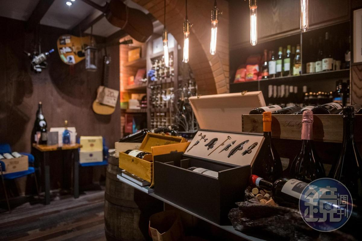Cantina del Gio酒窖有60多款義大利酒,從平價到高價皆有。