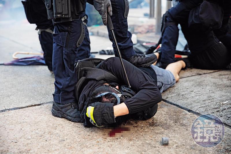 9月29日,香港警方以殘虐手段將示威者打到頭破血流。