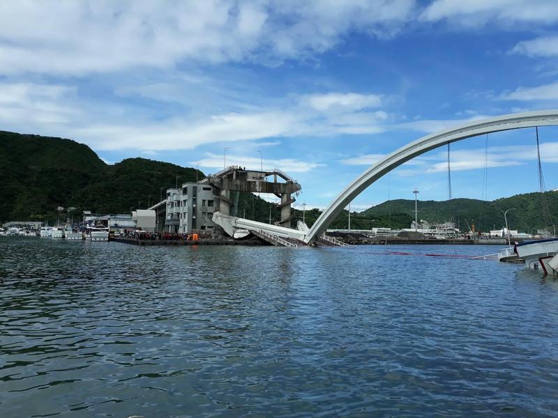 南方澳跨海大橋傳出倒塌。(讀者提供)