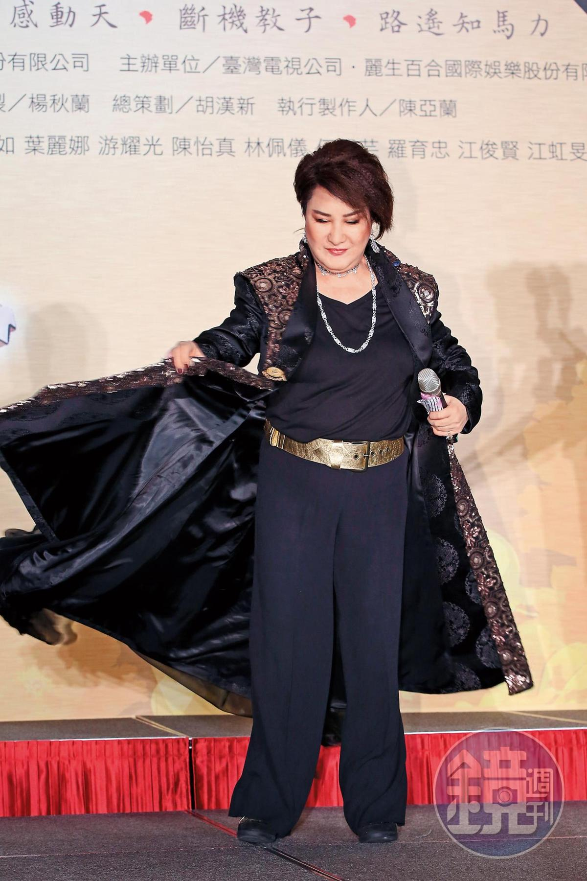 台視電視歌仔戲《忠孝節義》媒體首映會,楊麗花整個人看似非常具有重量級國寶的範兒。