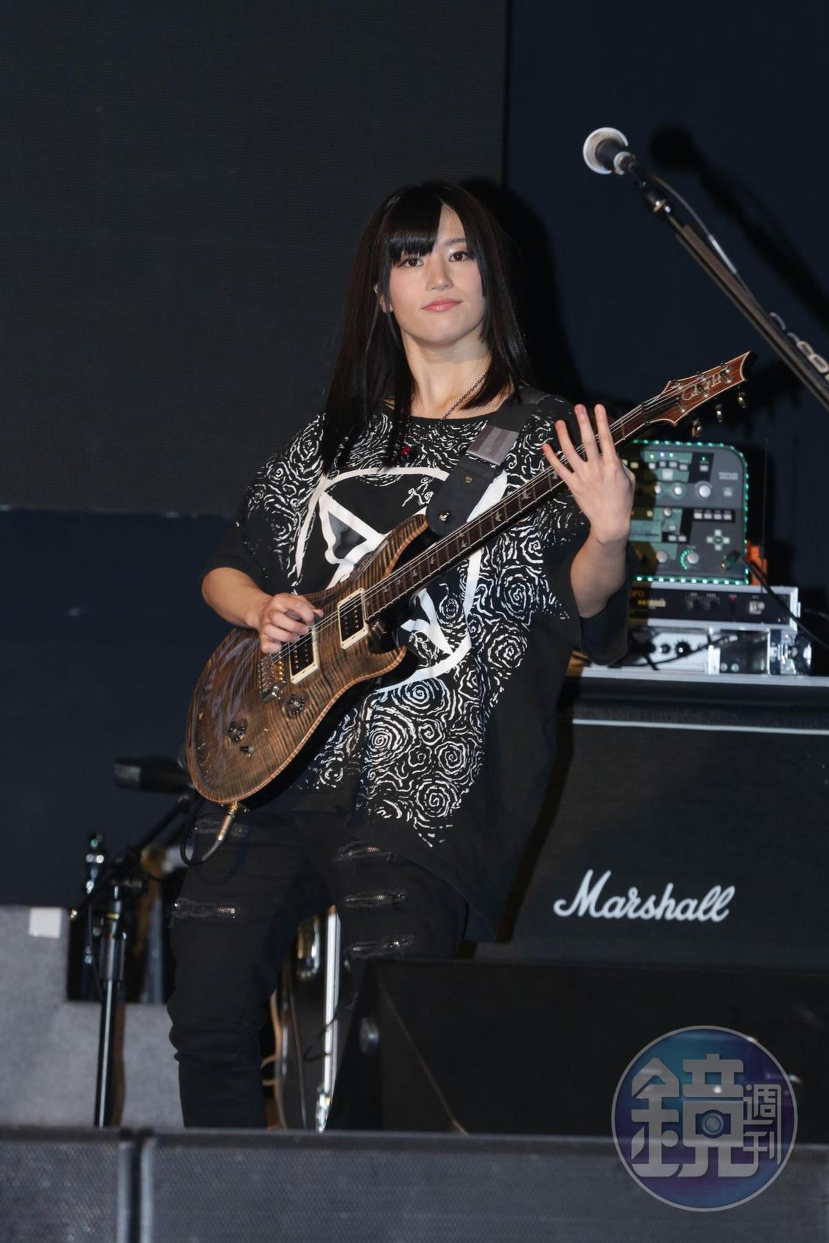 高橋聖子曾經以「荷爾德林Holderlins」樂團吉他手來台演出。
