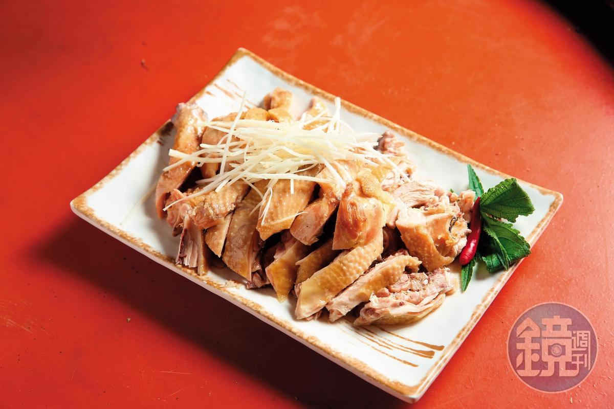 山田餐飲店的白斬雞也是人氣餐點,雞肉原味滿點。(380元/半隻)