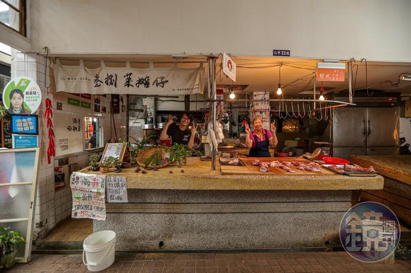 宣翡說,在市場裡隔壁同事洪阿姨好照顧她,什麼吃的喝的都與她共享。